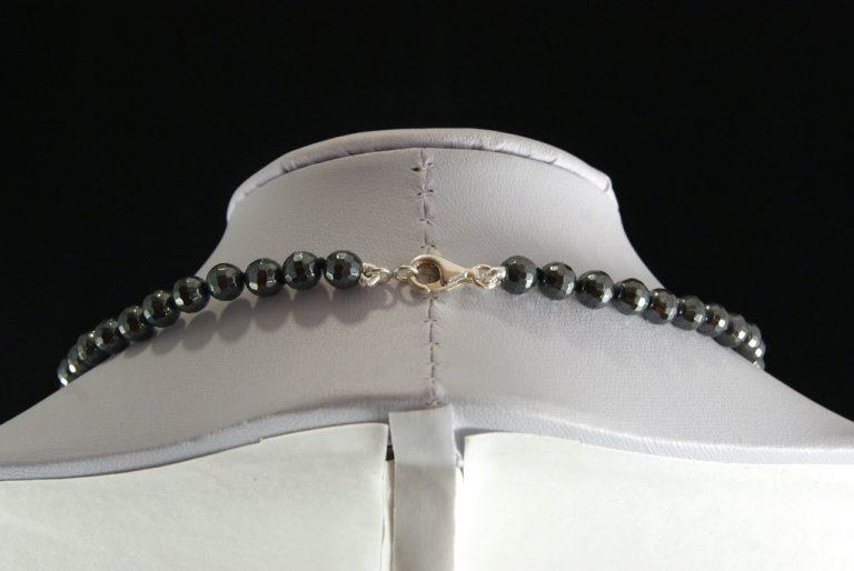 Collar Hematite