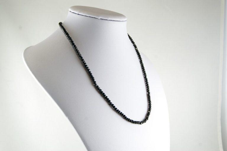 Collar Espinela Negra