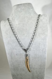 Collar de Plata bañada con Rutenio con Asta y Espinelas