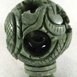 Bola de dragón con Base Tallada en Jade Verde