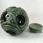 Bola de dragón con Base Tallada en Jade